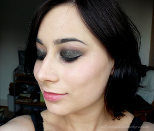 Glittery smoky look with UD 24/7 shadow pencil in Barracuda and set with Creep from Naked Palette. Lasted all night!