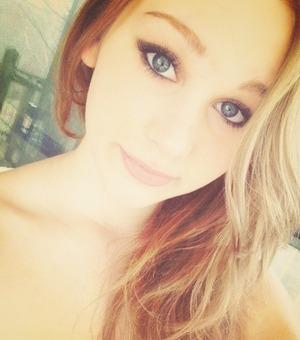 Winged smokey eyes, nude lips & wavy hairr🌸
