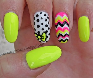 Tutorial on : http://claudiacernean.blogspot.ro/2013/07/unghii-de-vara-summer-nails.html