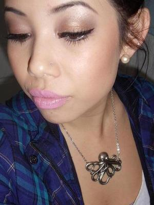 simple neutrals with pink pastel lips