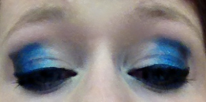My forth of July look, white on the inner and blue all thoughout and a black eyeshadow line and I blended it out!