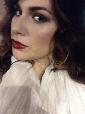 Curly hair & red lips!