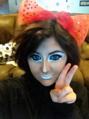 Ganguro is a japanese street style that was popular in the 90's and still runs strong today. I honestly feel extremely beautiful in this makeup.