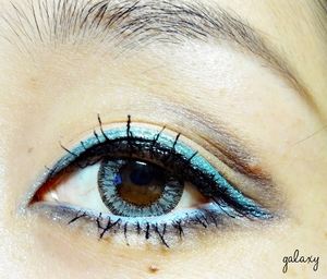actually i don't have a blue liquid eyeliner  i did this blue eyeliner use my primer and shimmery blue eyeshadow  sometime you don't have to spend too much money to buy the expensive make up,just use the stuff you have ,you still can do amazing work!