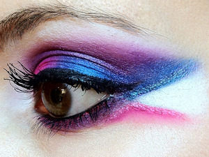I wanted to use the beautiful bright pink, blue and white in the Sugarpill Sweetheart palette and do a strong winged look with purple.