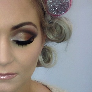 bronze eyes with shimmer highlight dramatic eyelashes in 115 from eldora and soft lip