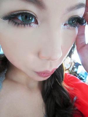 I'm a very big fan of the Big Dolly eye look or I call it GYARU.