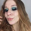 Dramatic Teal Smokey Eyes With Pop of Gold