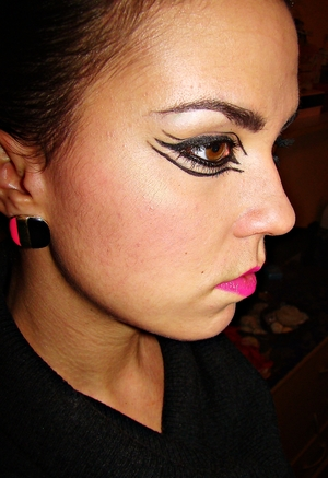 gone  crazy with gel liner and got inspired by my new earrings ;)