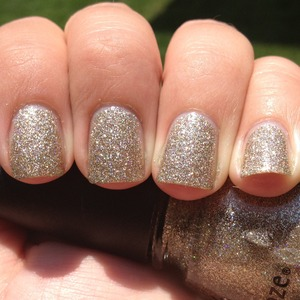 I love this glitter. I called it sand from heaven on my blog, haha.