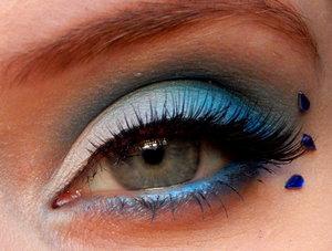 http://buttonbashingbeauty.blogspot.co.uk/2016/01/sailor-moon-make-up-sailor-mercury.html