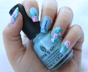 more photos here: http://littlebeautybagcta.blogspot.ro/2013/04/13-blue-nails-31-themes-collab.html
