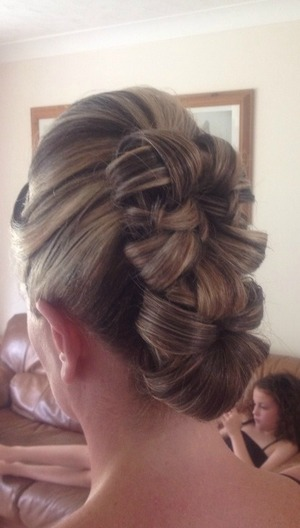The unprofessional pic haha!! This brides hair looked beautiful more so because of the colours I think x