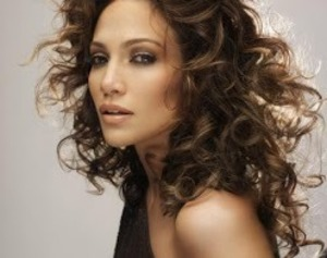 I was assistant MUA to JLO in this shoot.  love the sexy smokey look