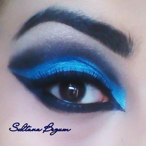 Dramatic blue and black cut crease look  Follow my looks of Instagram..  Sullymalik