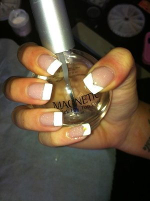 Glitter natural pink with French White tips :) -brand -MAGNETIC(supplier from holland)