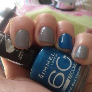 Ring finger Rimmel blue eyes girl and GOSH Groovy grey