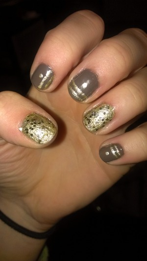 Very simple nail art and it looks beautiful