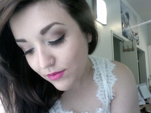 I love neutrals with a bold lip!