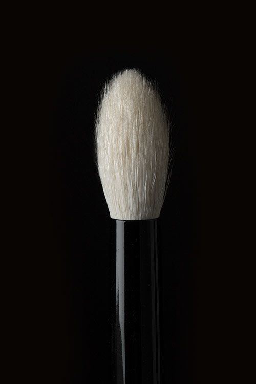 Brush 16 - Similar in shape to the best-selling Brush 03, this brush's fluffy bristles sweep over the entire eyelid to deposit the perfect amount of product.