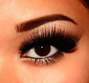 Dramatic Silver Look (the lashes)