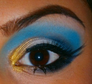 http://smokincolour.blogspot.com/2012/11/blue-gold-with-sugarpill-shadows.html