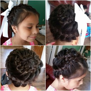 played with my daughters hair :)