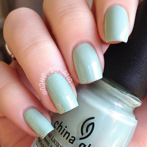 My full review of this polish can be found on my blog here: http://www.nails-by-erin.com/2014/09/china-glaze-keep-calm-paint-on-swatch.html