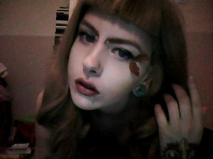 I have a photoshoot on Sunday, it is all very Autumnal so I thougt for part of my eye makeup I would use little leaves :3 please forgive the bad quality picture, hopefully you get the idea..