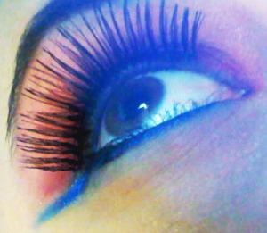 Fuxia eyeshadow: Mac Pigment, brash & bold  Blue eyeshadow: KIKO Milano,#165 pearl blue  Black Kajal: KIKO Milano, Pigmented kajal - limited edition  Fake Lashes: Elf, dramatic lashes
