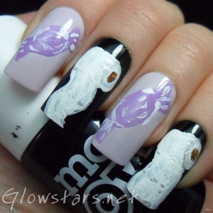 To find out more about this mani visit http://glowstars.net/lacquer-obsession/2012/10/trick-or-treat
