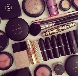Yeah, I know. I can't RESIST makeup soo much!!
