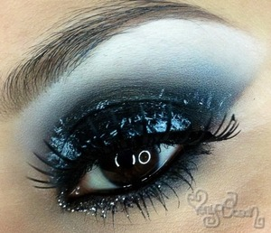 Hello Everyone Please free to view the video tutorial I have for this look http://youtu.be/Cpcj5tDXzDE