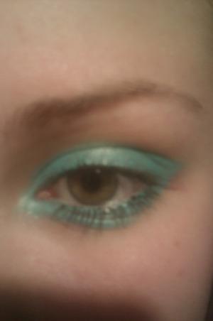 simple make-up with oriflame turquoise jumbo eyeliner