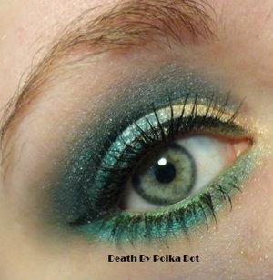 Peacock inspired makeup: blues, greens, golds http://deathbypolkadot.com/peacock-makeup/