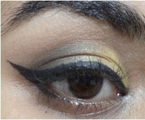 The Festivals are upon us and all we have time for is accessorizing our outfits and colour coordinating our makeup.  http://www.stylecraze.com/articles/glam-gold-and-black-eyes/