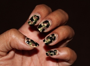 Simple camo nails using  http://chinadolltt.blogspot.com/2012/08/camouflage-nails.html