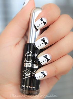 more photos here: http://littlebeautybagcta.blogspot.ro/2012/09/celebrity-nails-zooye-deschanel.html