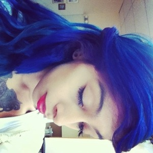 Even though it's a oldie I love my hair in this one ! 💙