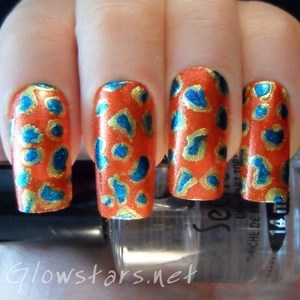 To find out more about how this mani was achieved please visit http://glowstars.net