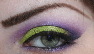 Lime Greenish Yellow/Purple cut crease This look was way brighter before it was uploaded to this site... weird