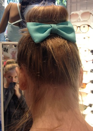 bow for American Apparel