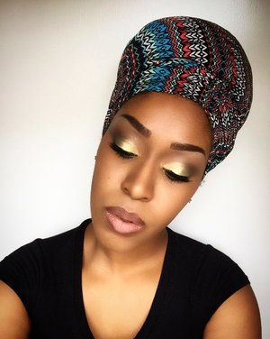 🌟Star Bright, this look was fun to do. I used @bhcosmetics 4th edition palette, @nyxcosmetics vivid white eye primer, @maccosmetics NC45 concealer, foundation, and setting powder. Used @jordana_cosmetics lip pencil in coco and a nude lipstick in the center of my lips. Scarf from my sister in law😜