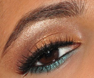 bronzy teal close up