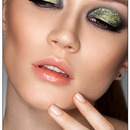 Smokey Eye Makeup with MAC 3D Gold Glitter