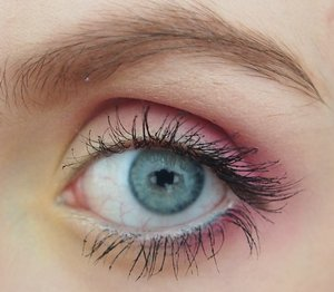 Here is a simple gold and pink makeup that I did the other day! This look is perfect for Spring and upcoming Easter!