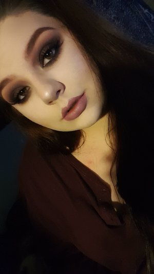 brown smokey eye with nude mauve lip