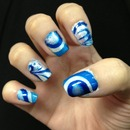 blue and white water marbling nails!