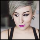 Eyeliner + pink lips