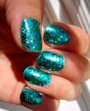 For this manicure I used: Nicole by OPI Iceberg Lotus  Milani Nail Lacquer Jewel Teal